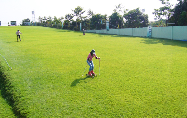 Trượt cỏ ở Asean Resort.