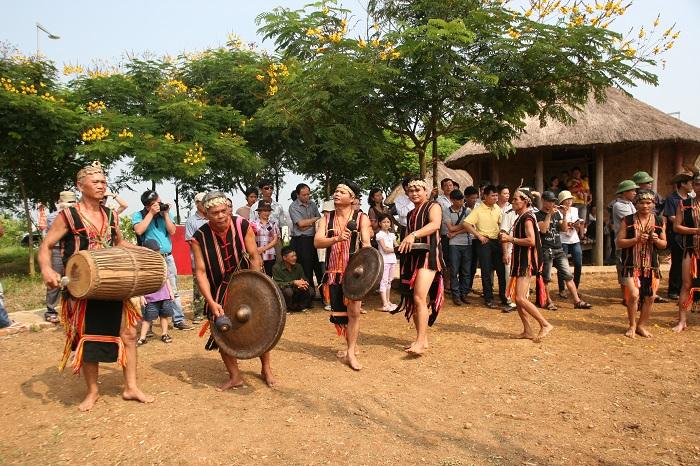 Làng văn hóa các dân tộc Việt Nam.