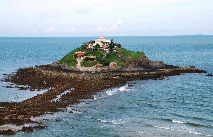 Hòn Bà là một hòn đảo nhỏ - Điểm du lịch xa thành phố.