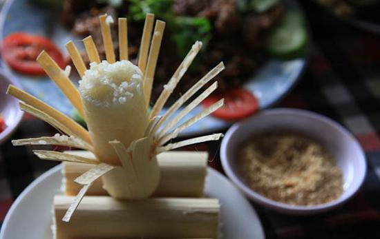 Cơm lam, món ngon của Mai Châu.