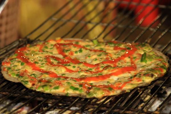 Bánh tráng nướng hay còn gọi là Pizza Đà Lạt - Món ngon ở Đà Lạt