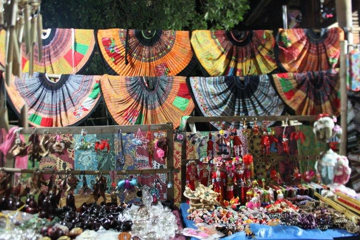 Du khách có thể mua rất nhiều những món đồ lưu niệm tại Mai Châu.