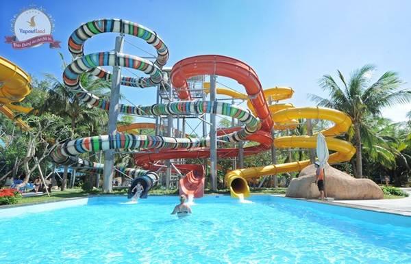 Thăm Vinpearl Land: Tới Nha Trang, du khách không thể bỏ qua khu vui chơi giải trí Vinpearl Land, với hệ thống cáp treo qua biển cùng nhiều trò chơi cảm giác mạnh thú vị. Ảnh: Vinpearlland.