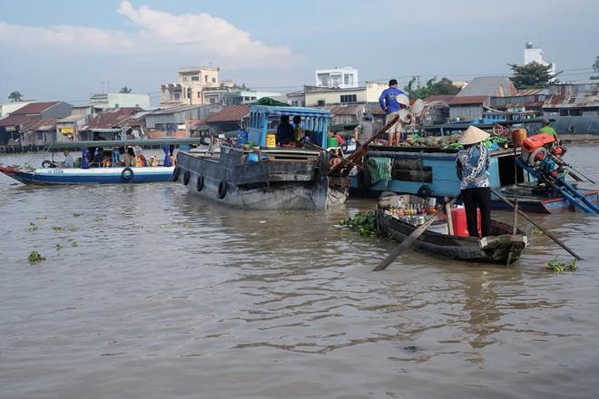Thăm chợ nổi Cái Răng (Cần Thơ): Đây là một trong những nét văn hóa đặc trưng của sông nước miền Tây thu hút nhiều khách tham quan, đặc biệt là các du khách nước ngoài.