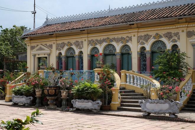 Chiêm ngưỡng nhà cổ Bình Thủy (Cần Thơ): Tới ngôi nhà cổ được mệnh danh là đẹp nhất miền Tây này, du khách sẽ không khỏi sửng sốt trước quy mô và sự tinh tế tới từng chi tiết.