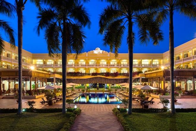 Nghỉ tại resort đoạt giải của Tripadvisor: Victoria Cần Thơ nằm trong top 25 khu nghỉ dưỡng và khách sạn tuyệt nhất Việt Nam do Tripadvisor bình chọn nhờ vị trí ngay cạnh sông, cách bến Ninh Kiều không xa. Khu nghỉ dưỡng có thiết kế đậm chất phương Đông, với không gian thoáng đãng, sang trọng và dịch vụ tuyệt hảo 24/7, đem lại cho du khách một khoảng thời gian thư giãn.