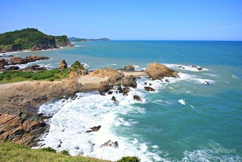 Biển Cô Tô nước trong, xanh biếc