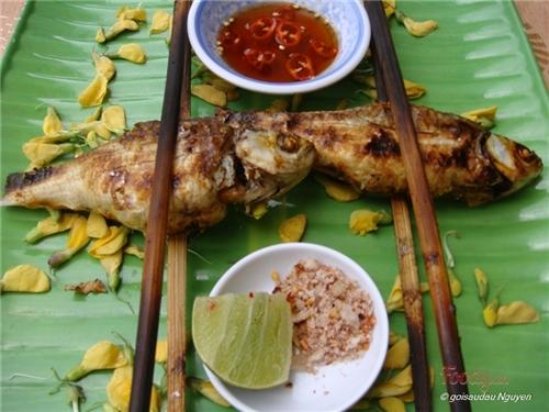 Cá linh, bông điên điển - món ăn ngon mùa nước nổi miền Tây ...