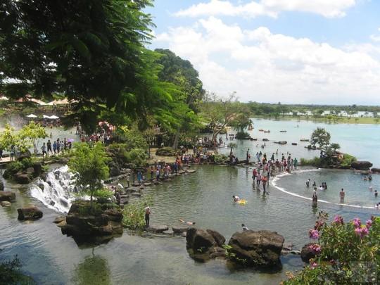 Khu du lịch Suối Mơ với dòng suối trong xanh, mang đến cho bạn cảm giác yên bình - Ảnh: suoimo.com.vn