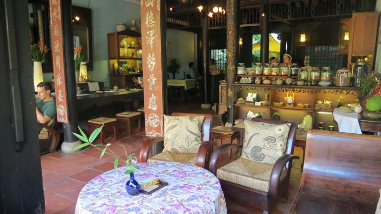 Reaching Out - Quán cafe thiết kế theo phong cách thuần Việt - dulichhoian