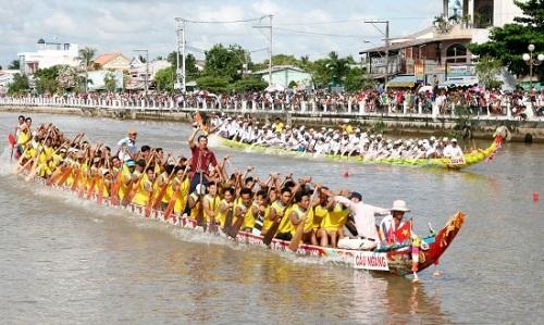 Đua ghe ngo là hoạt động thu hút nhiều du khách nhất trong lễ hội Ok Om Bok