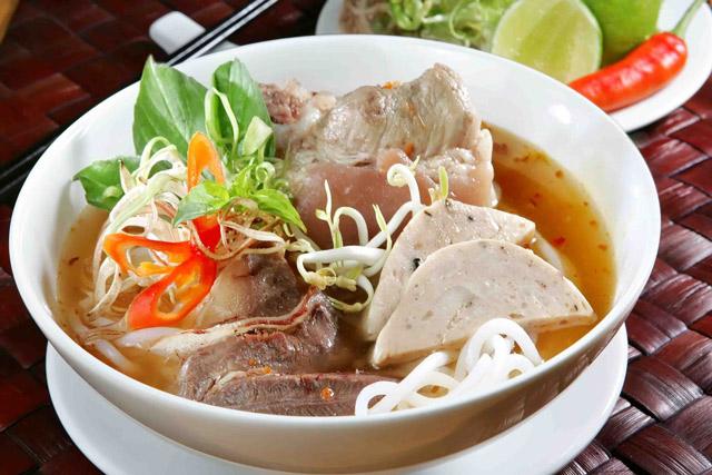 Ăn sáng ở Nha Trang với bún bò