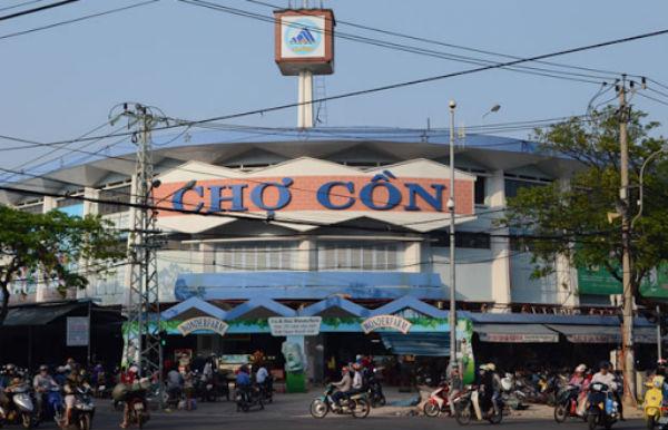 Du lịch Đà Nẵng thưởng thức đồ ăn vặt ở chợ Cồn