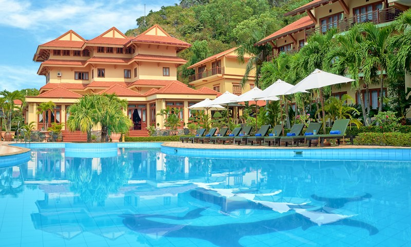 Cát Bà Sunrise Resort.