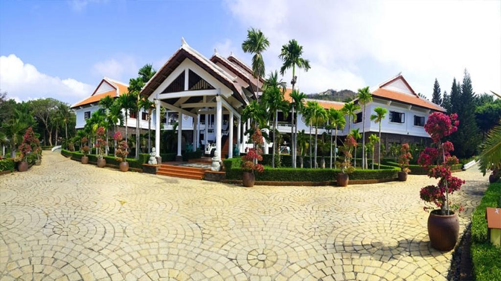 Long Hai Beach Resort.