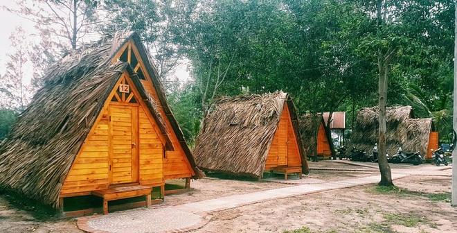 Tại đây có 10 lều du mục đặt gần nhau.