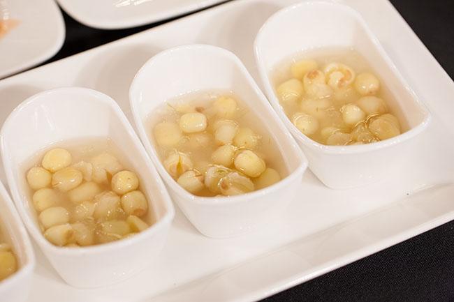 Chè Sen Huế trong các quán chè Hẻm, một món ăn nên thử ở Huế