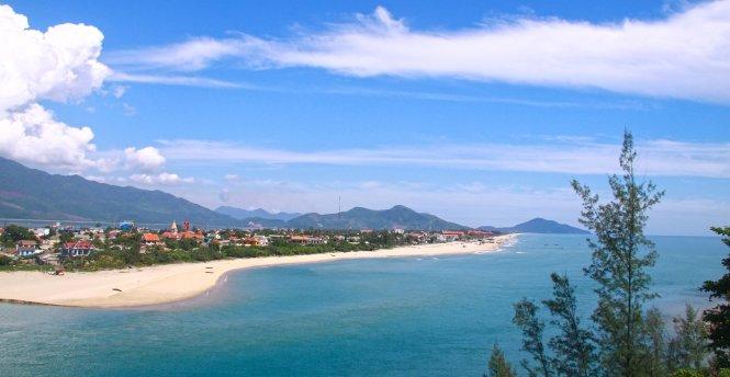 Vịnh Lăng Cô - Điểm du lịch Huế hấp dẫn.