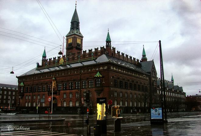 Một hình ảnh đẹp của tòa thị chính thành phố.