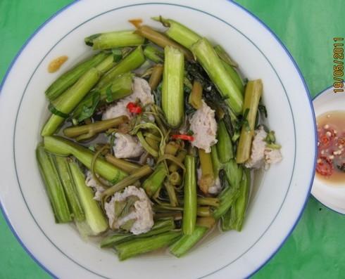 Lục bình đã có mặt ở nhiều quán ăn sang trọng trong thành phố được dân sành ăn ưa thích