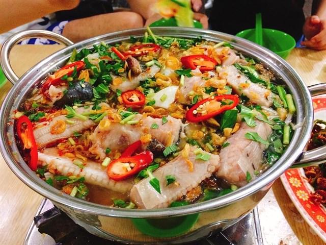 Lẩu cá đuối thơm ngon, nổi tiếng của du lịch Vũng Tàu.