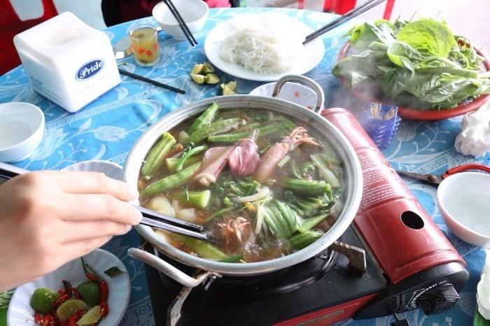 Lẩu mực trứng Nha Trang