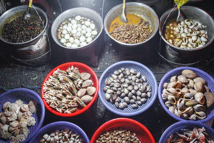 Các hàng ốc cũng khá phổ biến trong chợ