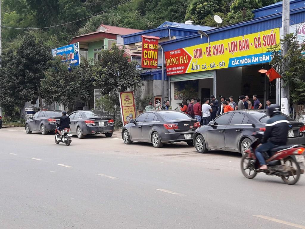 Nhà hàng Đông Hải với rất đông khách du lịch