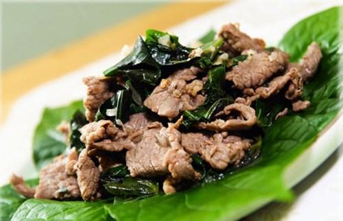 Thịt trâu, bò xào lá cách với nước cốt dừa