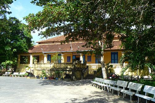 Du lịch Côn Đảo - Thăm dinh chúa đảo