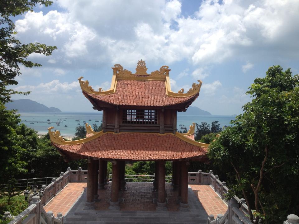 Du lịch Côn Đảo - Viếng chùa Núi Một