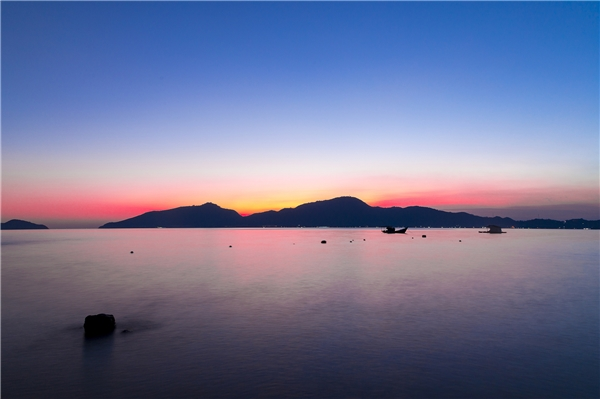 Chẳng ai ghé thăm biển đảo mà lại bỏ về khi chưa ngắm hoàng hôn