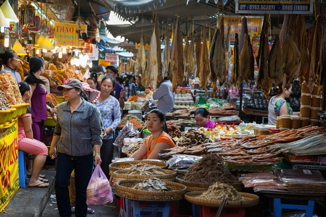 Du lịch An Giang thăm vương quốc mắm ở chợ Châu Đốc