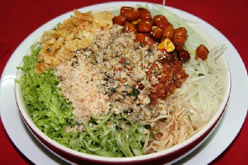 Bún hến được biến tấu từ cơm hến với hương vị thơm ngon khó bỏ qua