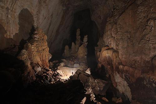 Số lượng khách được chấp thuận tham gia khám phá hang Sơn Đoòng là 450 khách/năm
