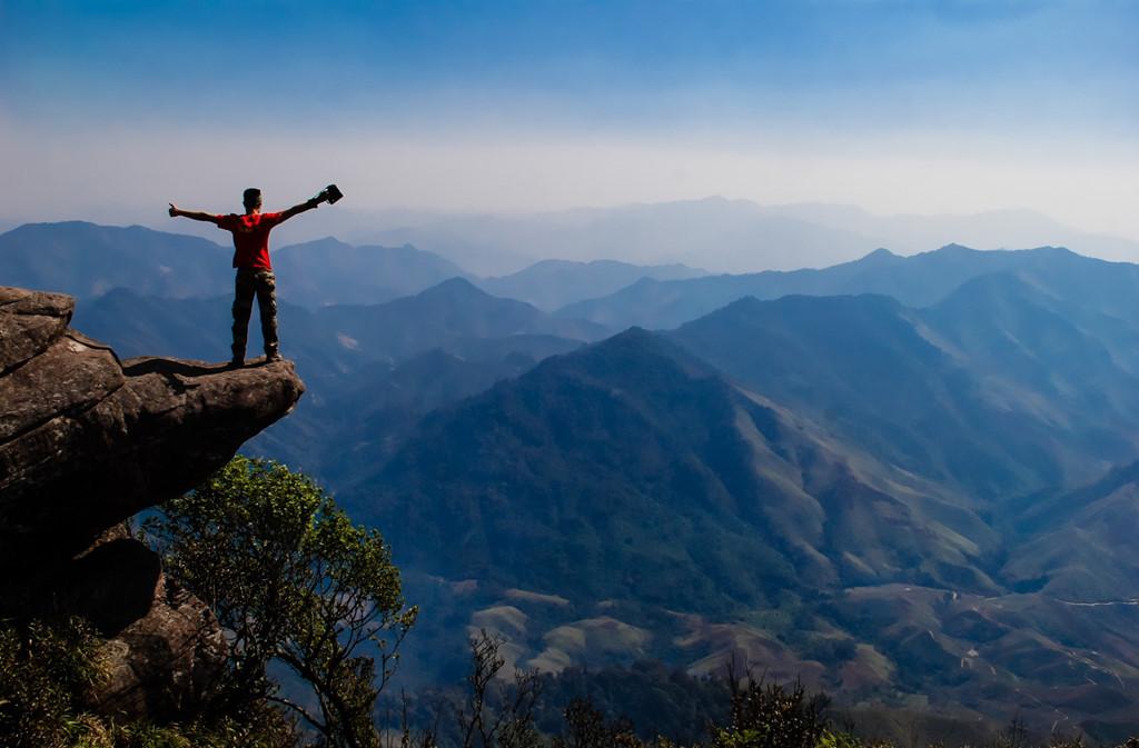 Quanh cảnh nhìn từ trên đỉnh Pha Luông