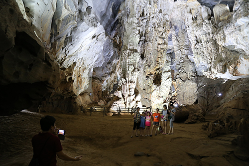 Động Phong Nha lần đầu được khai thác với chiều dài 4,5 km