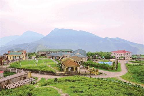 Khung cảnh hoang sơ trên đỉnh Mẫu Sơn.