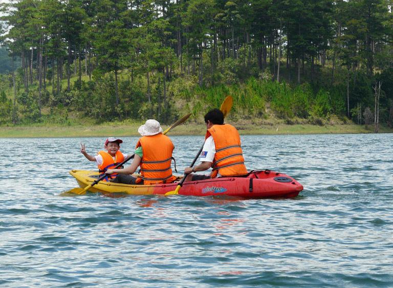 Chèo thuyền kayak và cắm trại