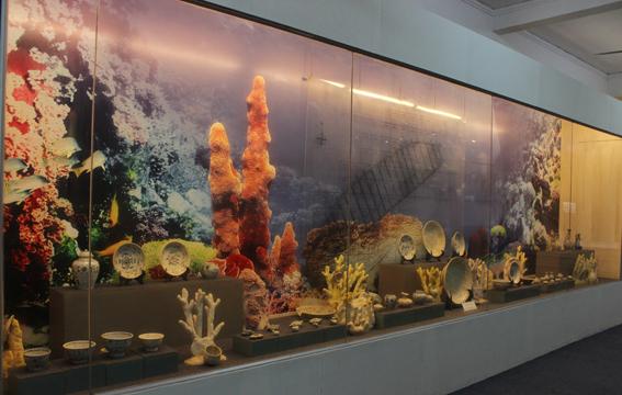 Vui chơi trên đảo: Thăm Bảo tàng biển Cù Lao Chàm.