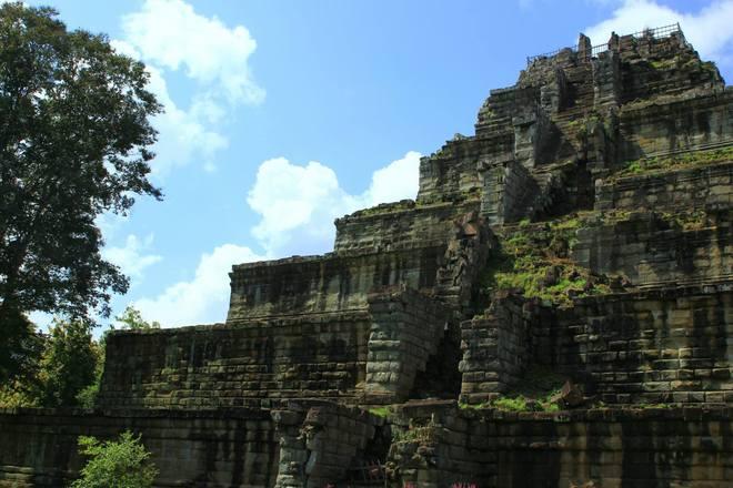 Cố đô Koh Ker bị lãng quên trong hơn một ngàn năm lịch sử và được các nhà khảo cổ khai quật, trùng tu, đưa vào tham quan từ năm 2003.