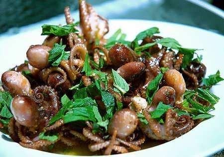 Độc đáo món bạch tuộc mini ở Hạ Long