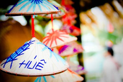 Đừng quên mua chiếc nón lá làm quà khi đến Huế