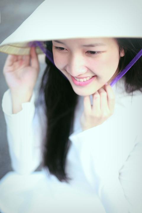 Nón bài thơ đã trở thành biểu tượng cho người con gái Huế