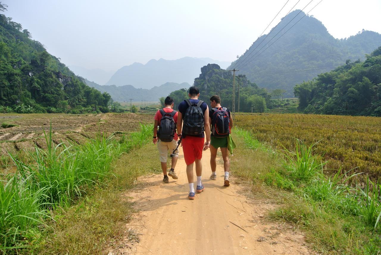 Trekking ngắm bản làng.