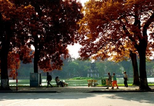 Lung linh vẻ đẹp bình yên của mùa thu Hà Nội - Ảnh 1