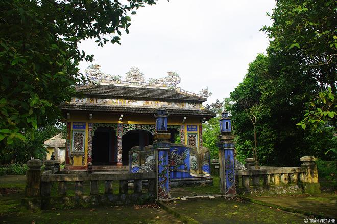 """Làng Phước Tích thôn Phước Phú, xã Phong Hòa, huyện Hương Điền, tỉnh Thừa Thiên Huế là ngôi làng cổ thứ hai được nhà nước xếp hạng """"di tích quốc gia"""" sau làng cổ Đường Lâm."""