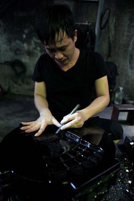 Anh Nguyễn Tuấn Quyết - 1 nghệ nhân chế tác than đá mỹ nghệ