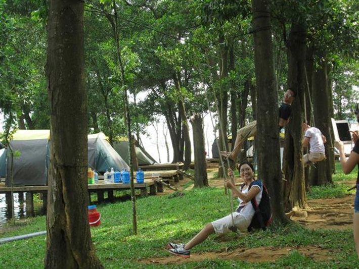 Tại đây có hẳn một khu riêng biệt làm nơi phục vụ cho các cuộc picnic, đốt lửa trại của giới sinh viên và giới trẻ