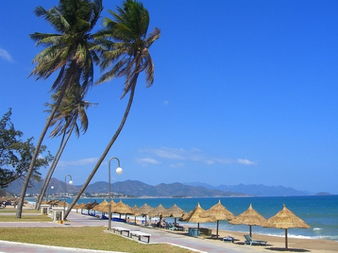 Bãi biển Nha Trang trong nắng ấm